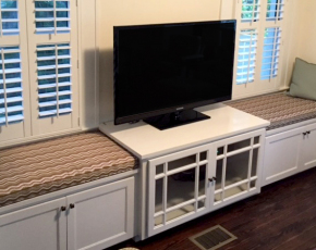 TV Bench Built-In
